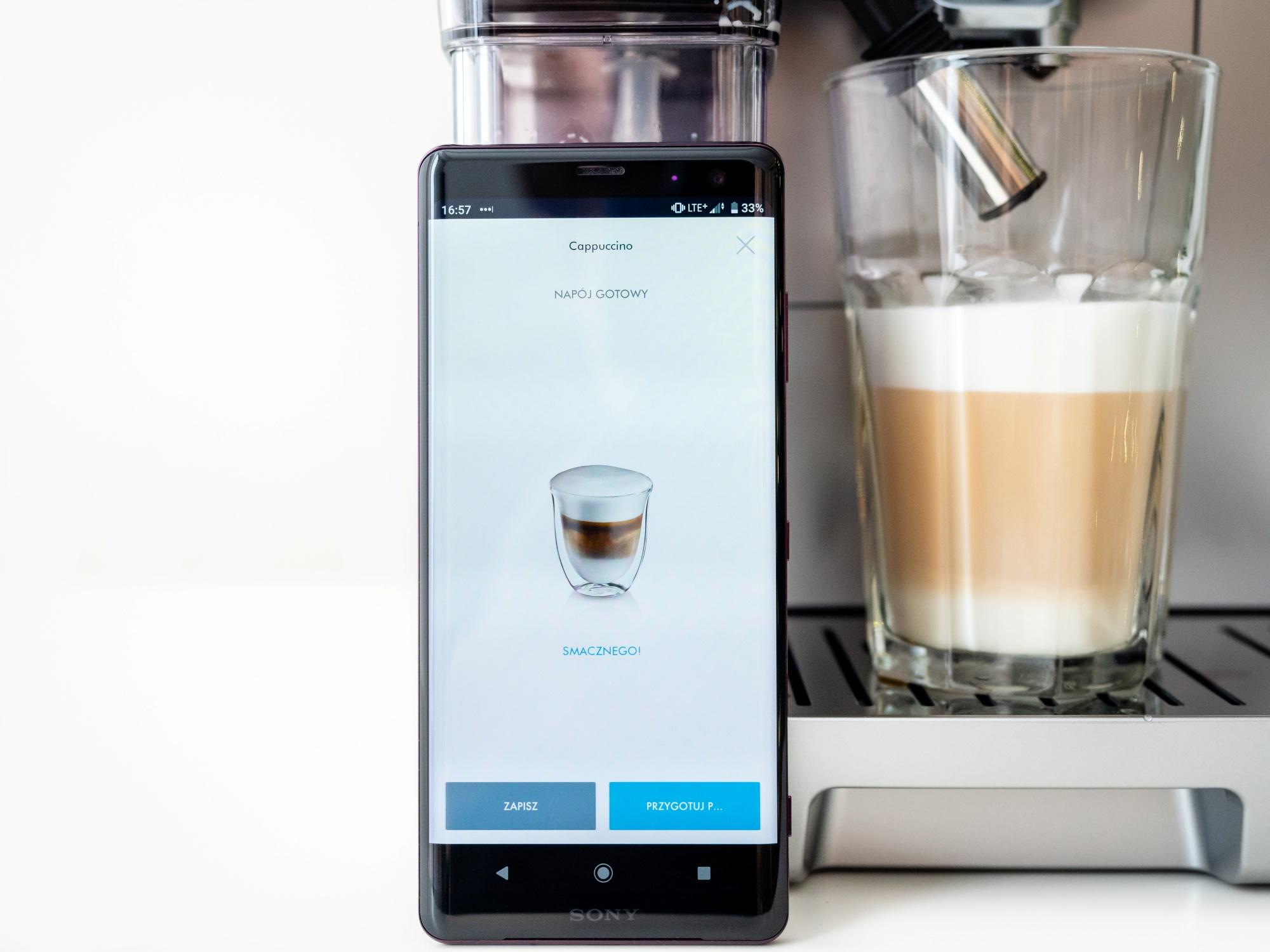 Cappuccino z ekspresu do kawy De'Longhi Dinamica Plus