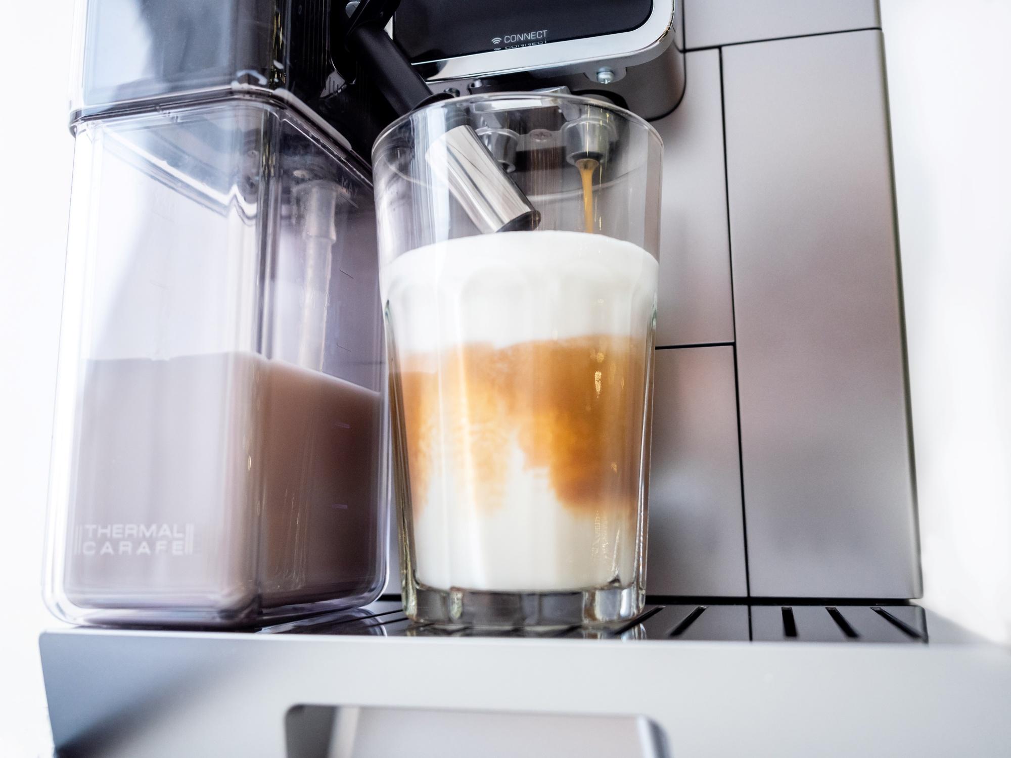 Spienianie mleka w ekspresie do kawy