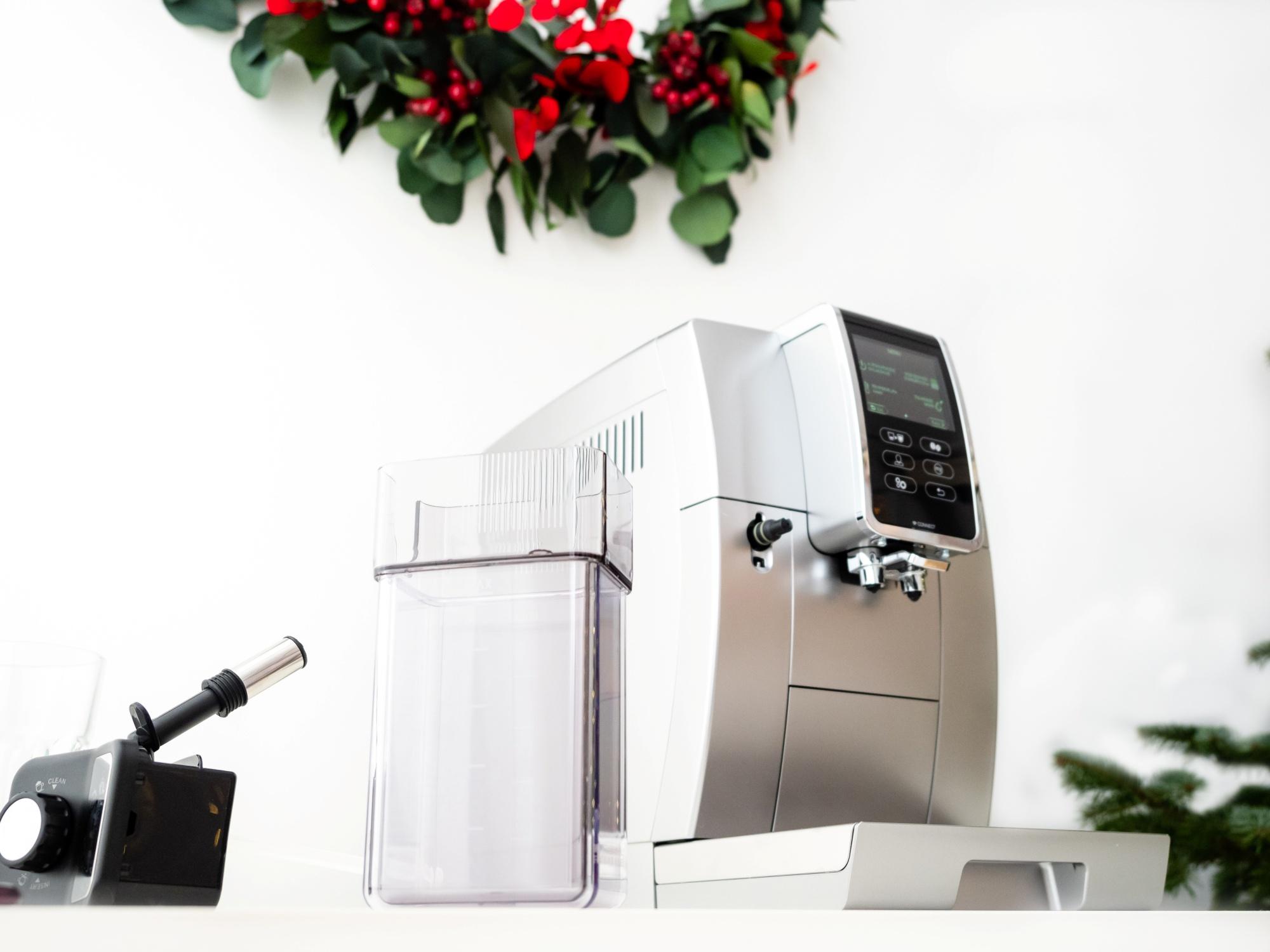 Ekspres do kawy z pojemnikiem na mleko