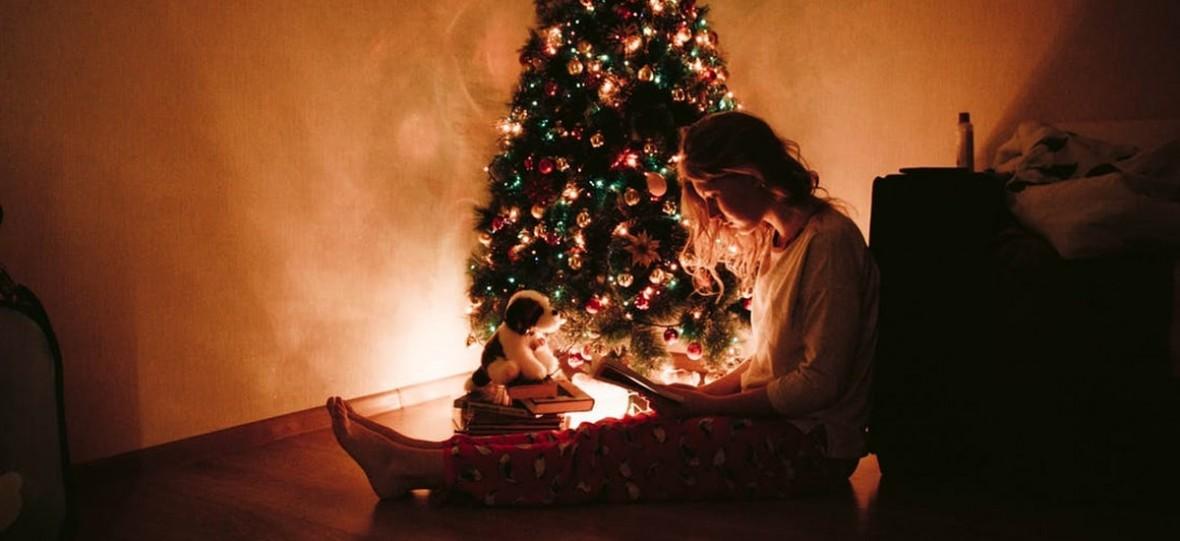 Polacy wydają coraz więcej na świąteczne prezenty. Co najchętniej kupujemy bliskim pod choinkę?