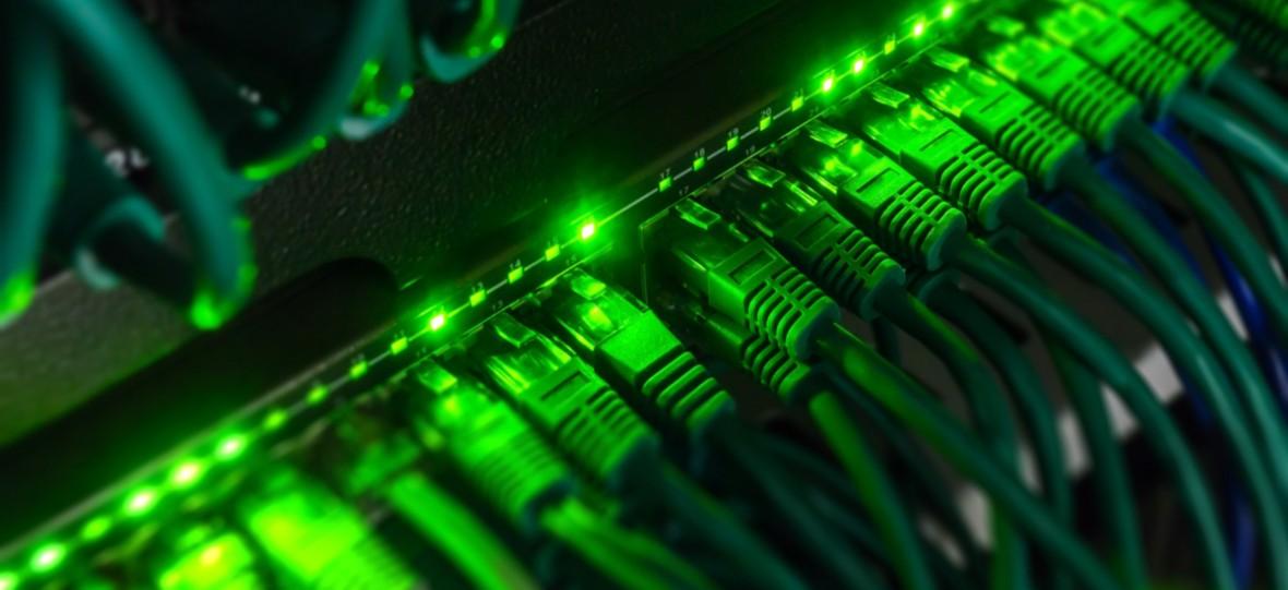Plus i Netia będą razem oferować internet stacjonarny. Prześwietlamy cennik nowej usługi