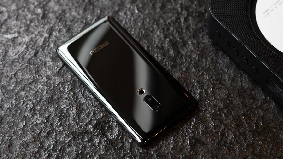 Pamiętacie Meizu Zero – smartfon bez złączy, gniazd i przycisków? To była ściema