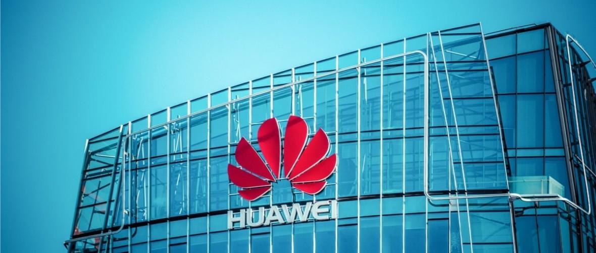 Szef Huawei próbuje uspokoić nastroje, tymczasem kolejne ciosy padają z niespodziewanej strony