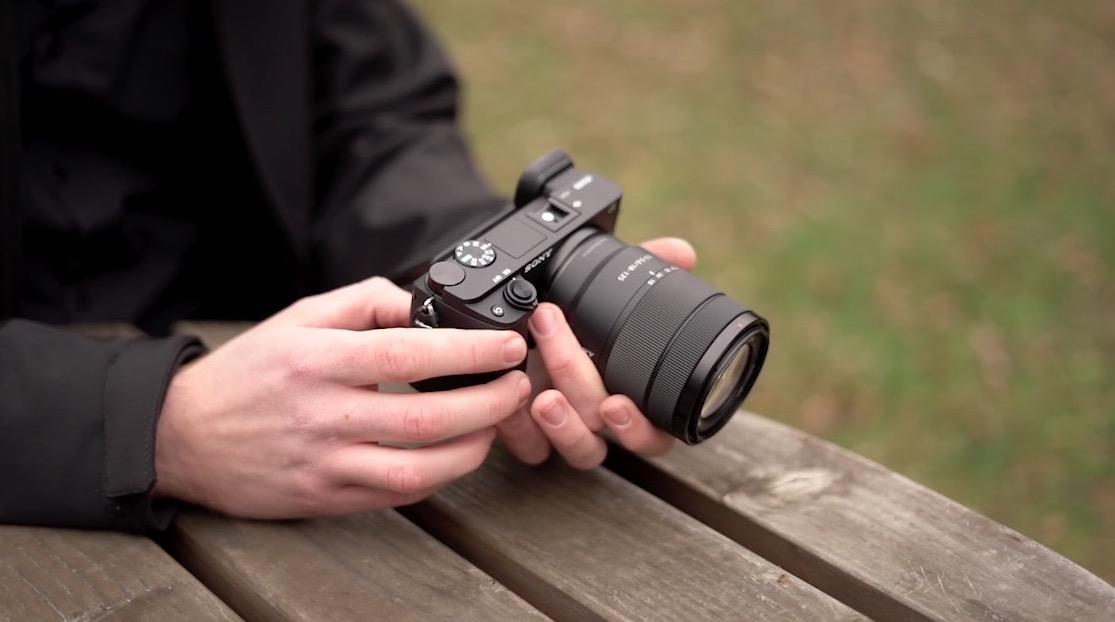 Sony A6400 to przystępny bezlusterkowiec ze sztuczną inteligencją i mocnym trybem filmowym