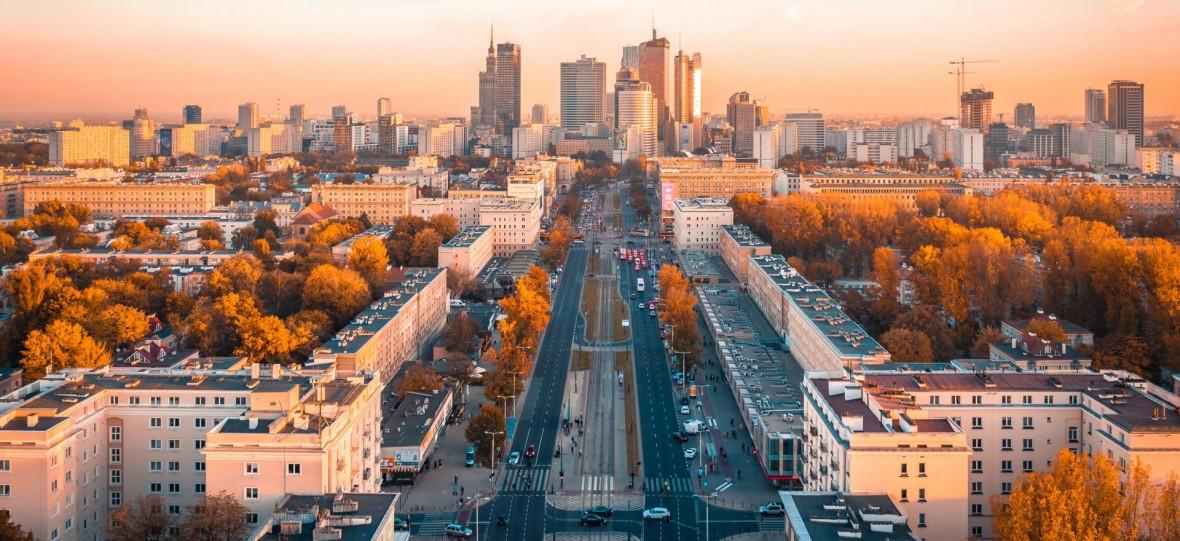 Insta inspiracje: Warszawa na wspaniałych zdjęciach z drona nabiera kolorów, energii i cudownego nastroju