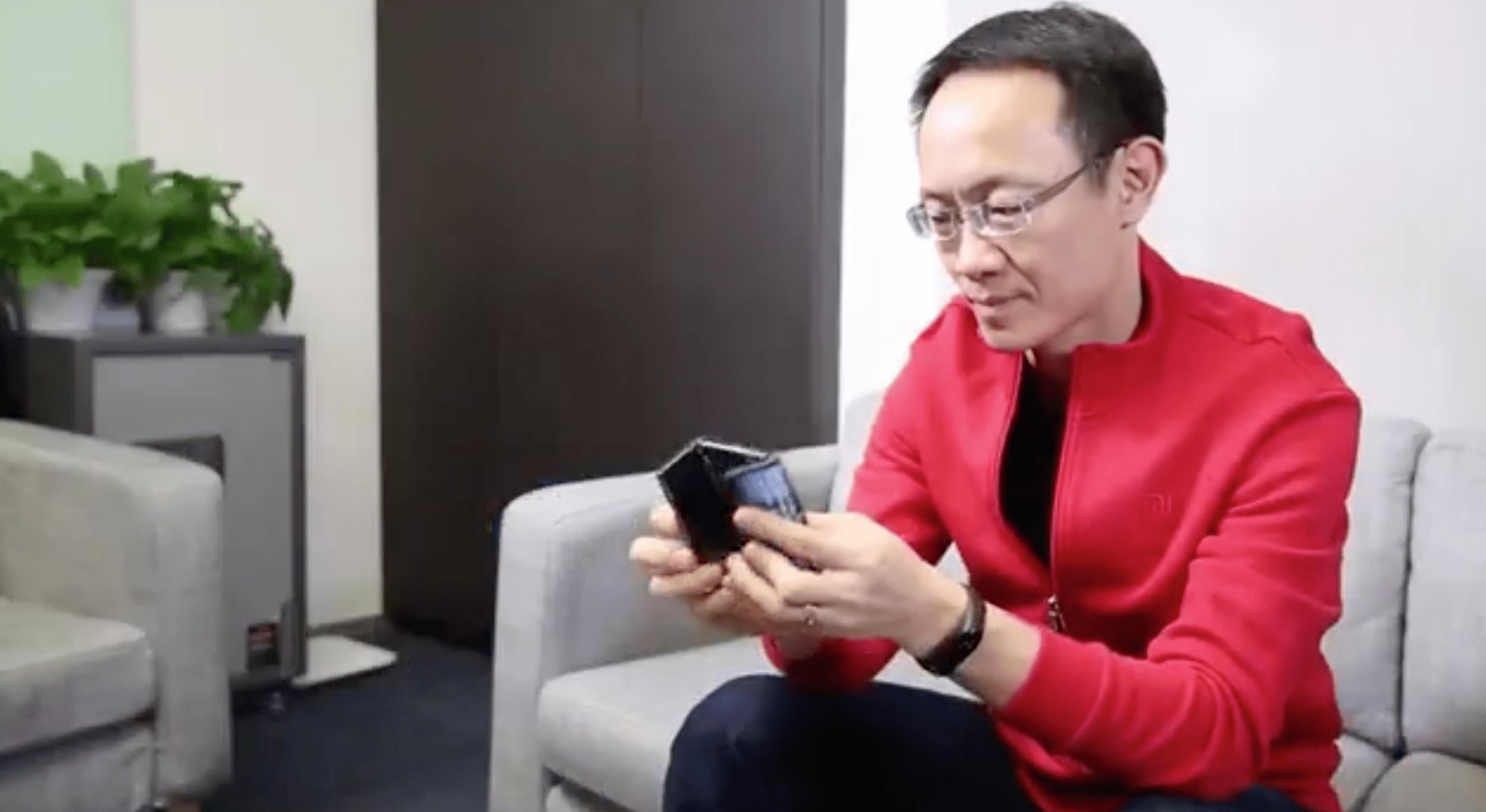Składany smartfon Xiaomi na pierwszym filmie. Zgina się w dwóch miejscach