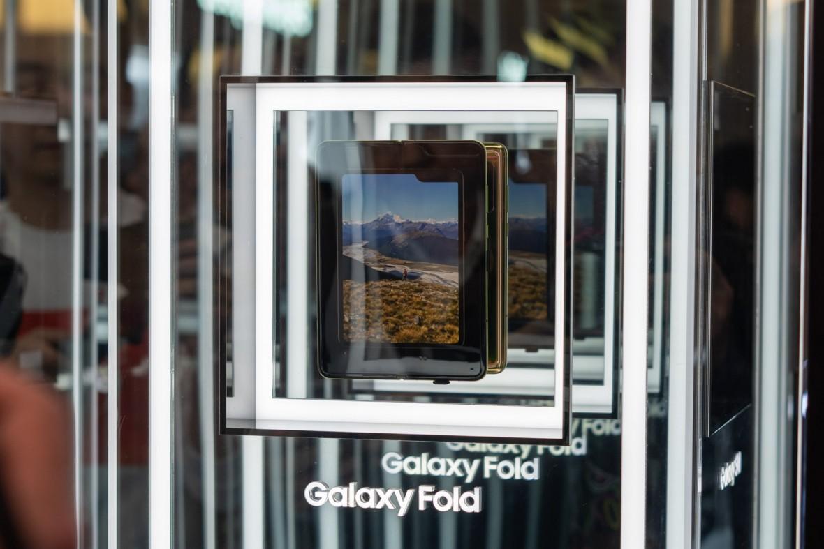 Huawei twierdzi, że design Galaxy Fold jest bez sensu. Przyganiał kocioł garnkowi
