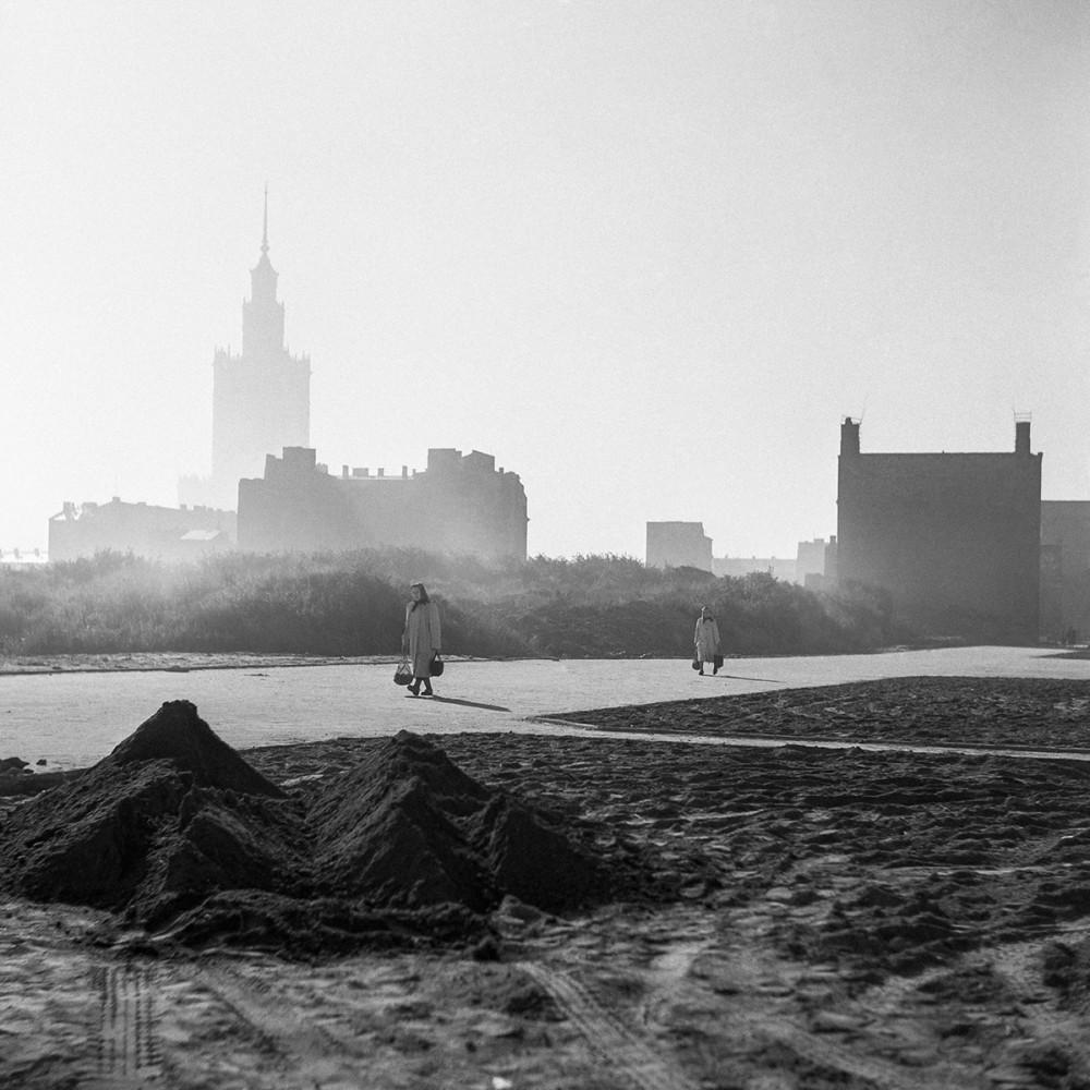 Wola, na zachód od Pałacu Kultury i Nauki, 1956. Fot. Tadeusz Rolke/Agencja Gazeta
