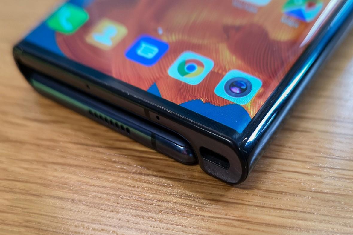 Kończy się chiński sen o składanym smartfonie. Operatorzy nie chcą sprzedawać Huaweia Mate X
