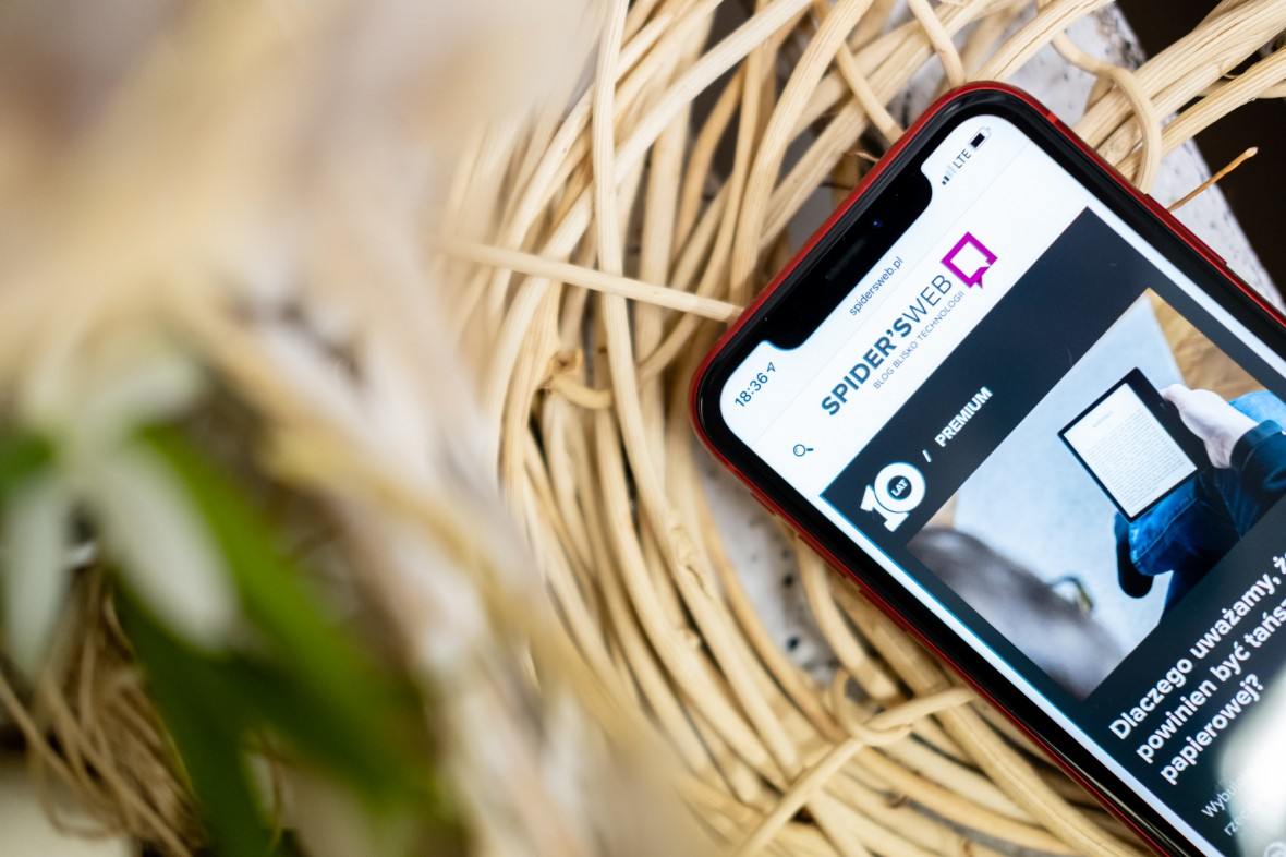 iPhone skieruje twój wzrok w aparat, nawet kiedy patrzysz na ekran. Tak działa nowa funkcja FaceTime w iOS 13