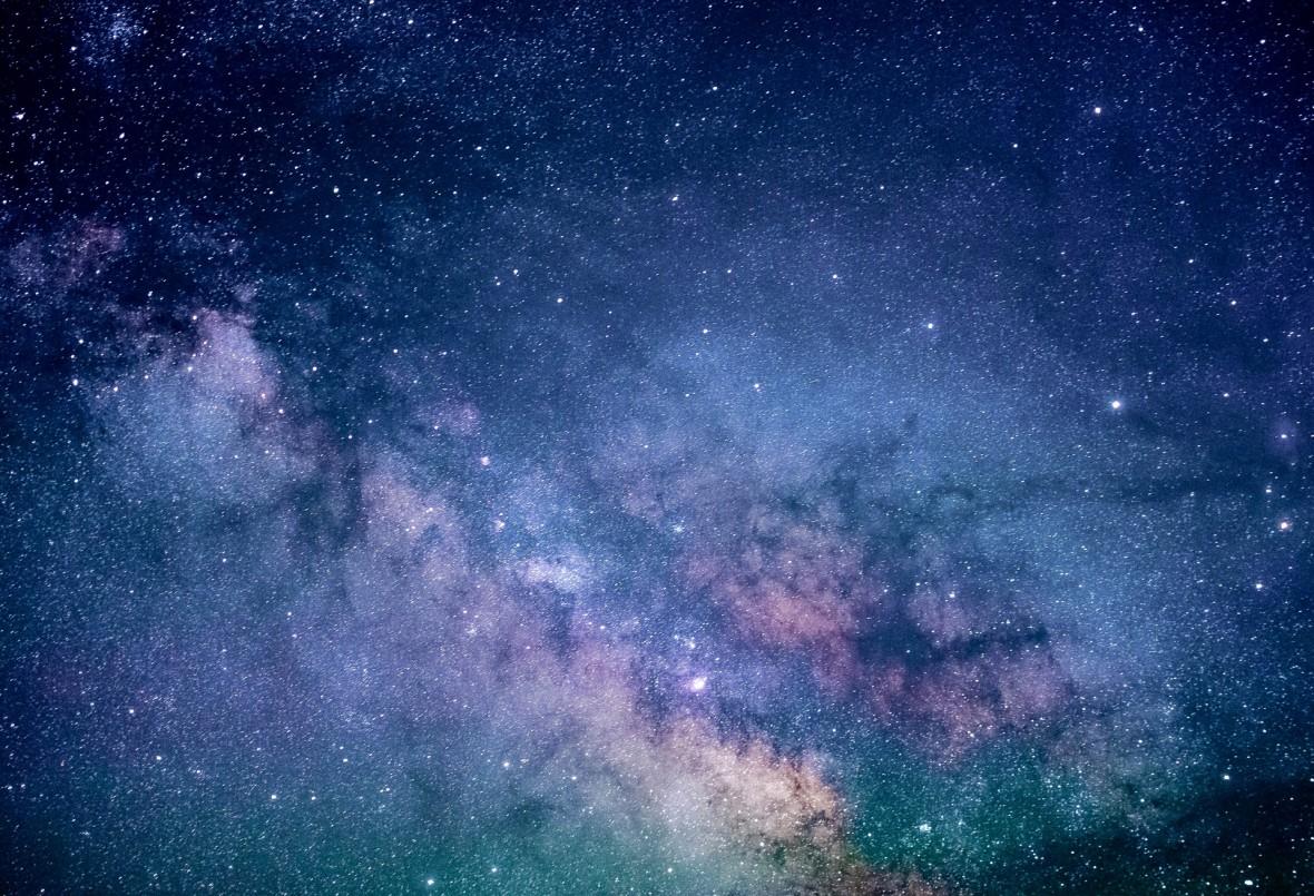 Fizycy proponują nową teorię, która tłumaczy dziwne zachowanie galaktyk. Odpowiedzią są fotony i ich masa