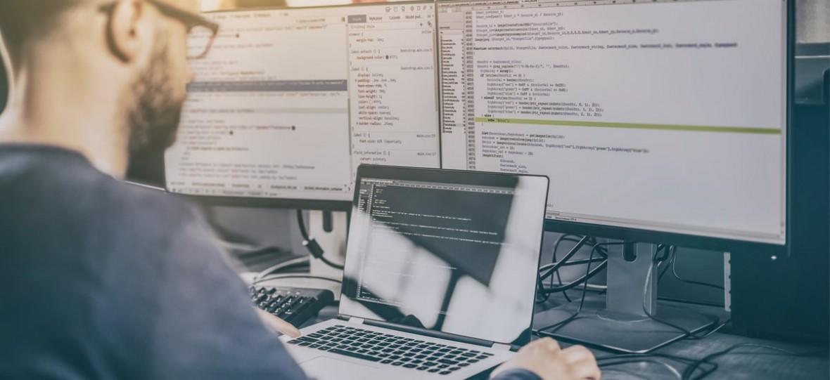 """Programiści i inni samozatrudnieni na celowniku rządu. Ministerstwo pracuje nad """"testem przedsiębiorcy"""", który odbierze przywileje"""