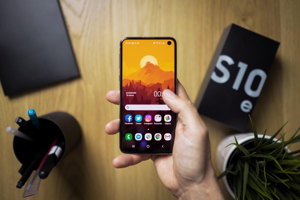 Korzystanie z telefonu zawsze i wszędzie NIE JEST OK. 7 smartfonowych grzechów głównych