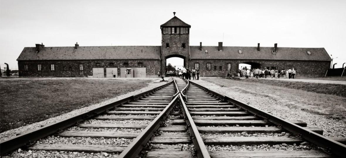 Zastanówcie się, zanim zrobicie zdjęcie. Przejmujący apel Muzeum w Auschwitz