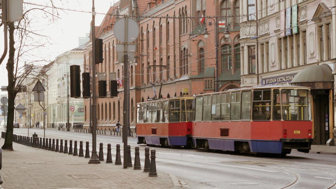 Zbliżeniowe płatności w transporcie. Odwiedzamy Bydgoszcz, Rybnik i Świdnicę, aby sprawdzić nowy system