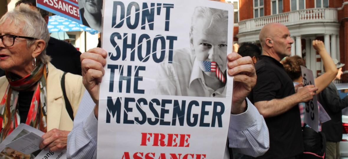 Od nastoletniego hakera do poszukiwanego przez supermocarstwo aktywisty. Kim jest Julian Assange?