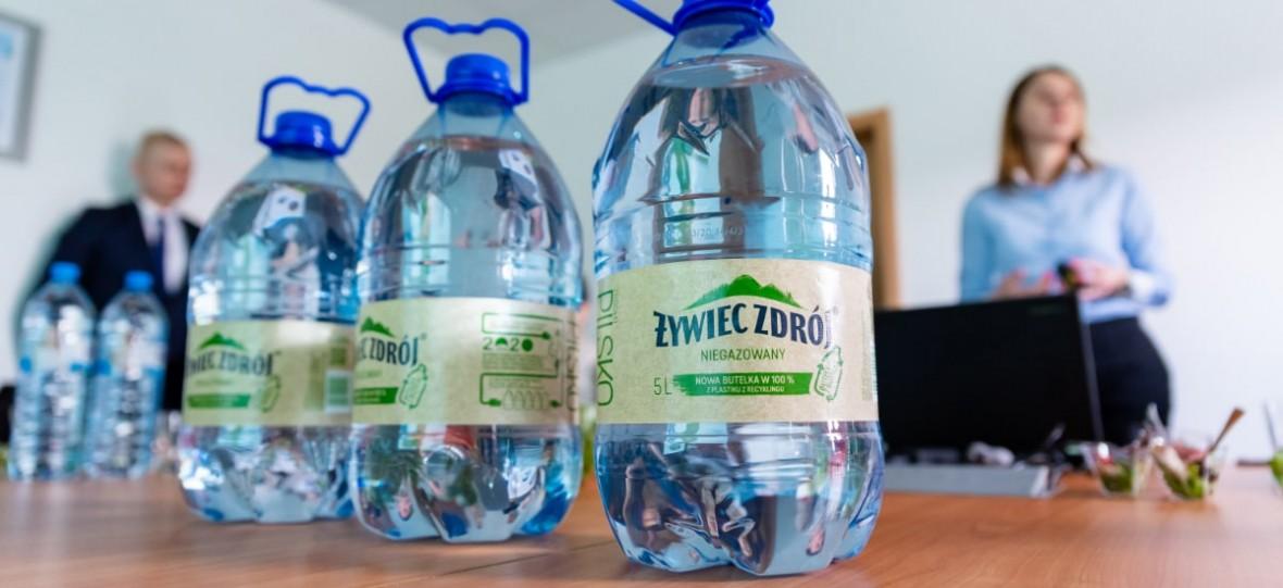 Żywiec Zdrój zrobił plastikową butelkę w 100 proc. z recyklingu. Chce ich robić więcej, ale Polacy nie segregują śmieci