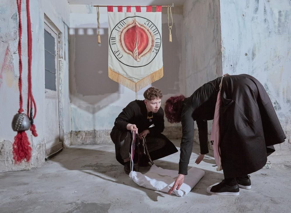 """Fot. Olivia Harris. I miejsce w kat. Współczesne zjawiska, historia. Praca """"Our toil doth sweeten others"""" artystki Alice Maher pokazana na Eva international Art Festival w irlandzkim Limerick w głosie sprzeciwu wobec zakazu aborcji."""