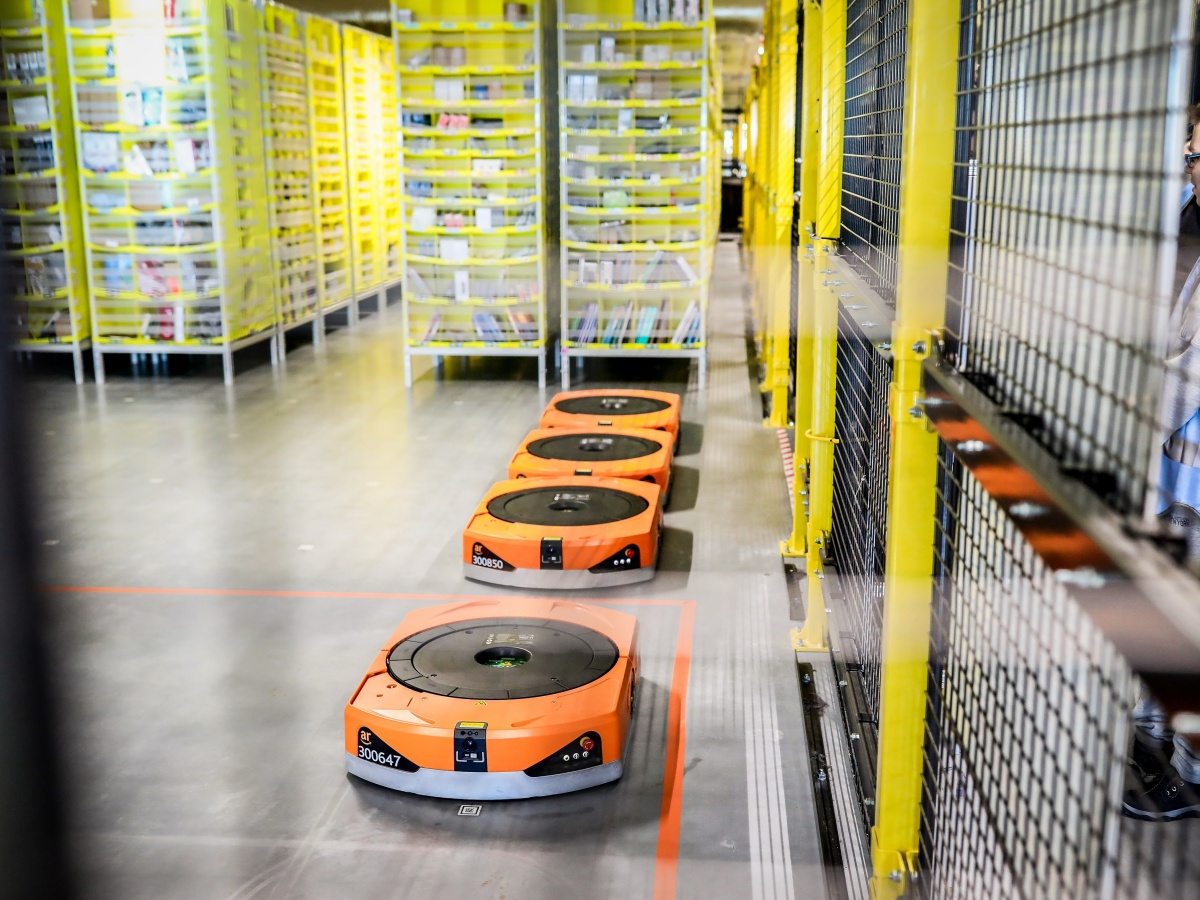 See 3000 robots with your own eyes. Amazon invites you to visit its E-Commerce Logistics Centers