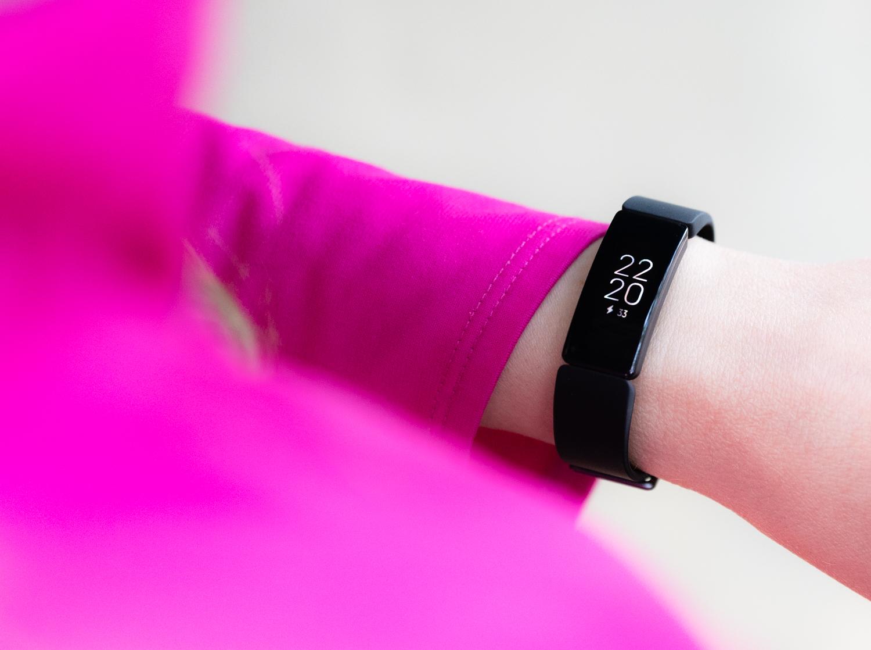 6 powodów, dla których czasem lepiej wybrać opaskę sportowązamiast zegarka