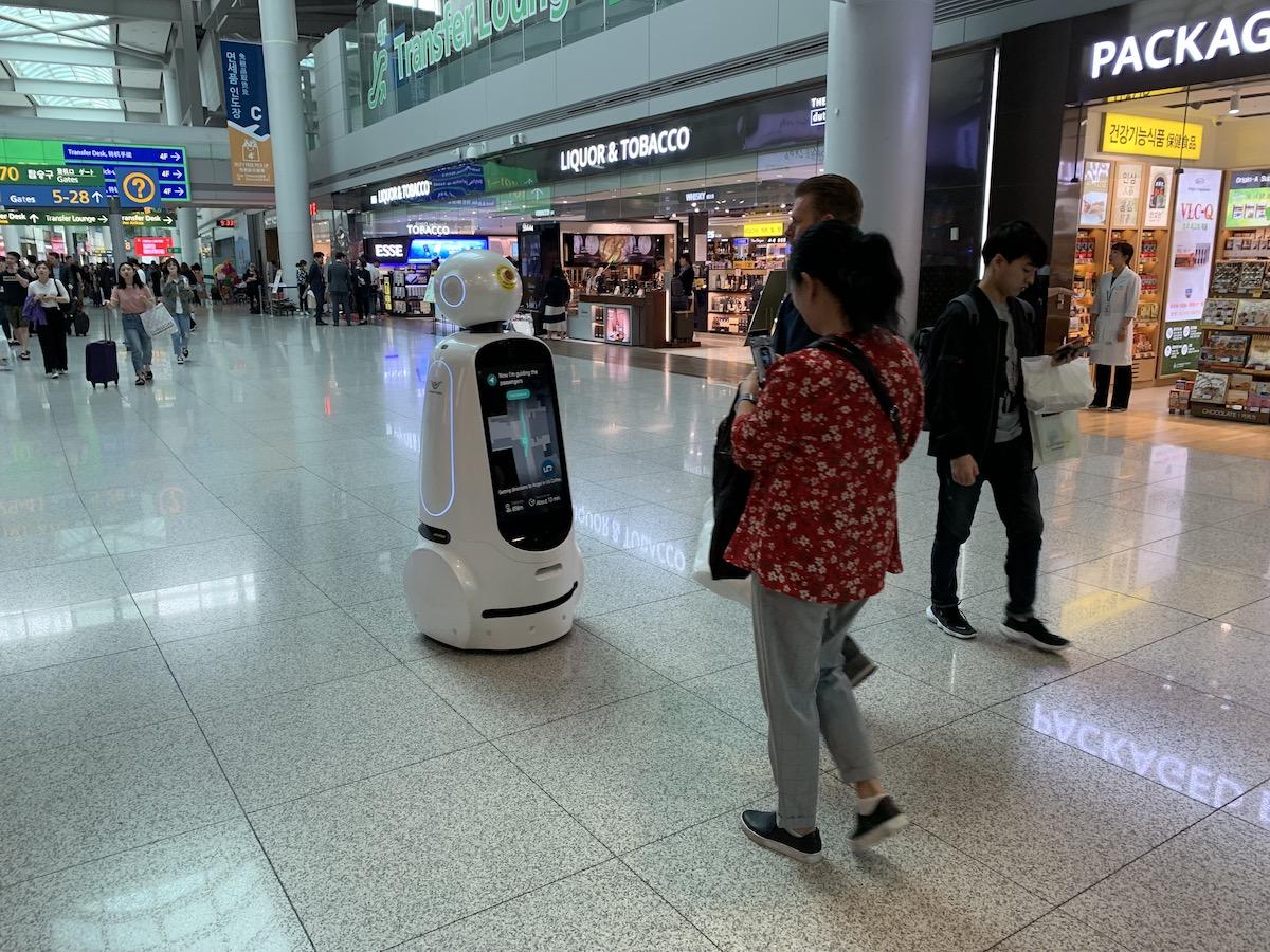 lg cloi robot seul korea lotnisko