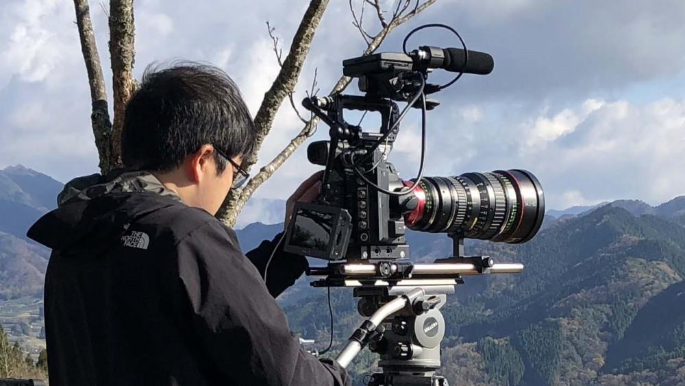 """Kamera Canon 8K w trakcie nagrywania filmu """"Roots of Japan"""", fot. Canon."""