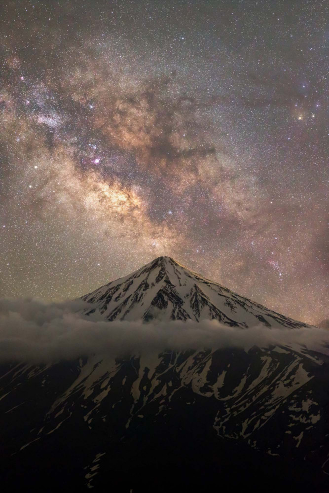 """Fot. Majid Ghohroodi, """"Embrace the Mountains, heart of the Universe!"""""""