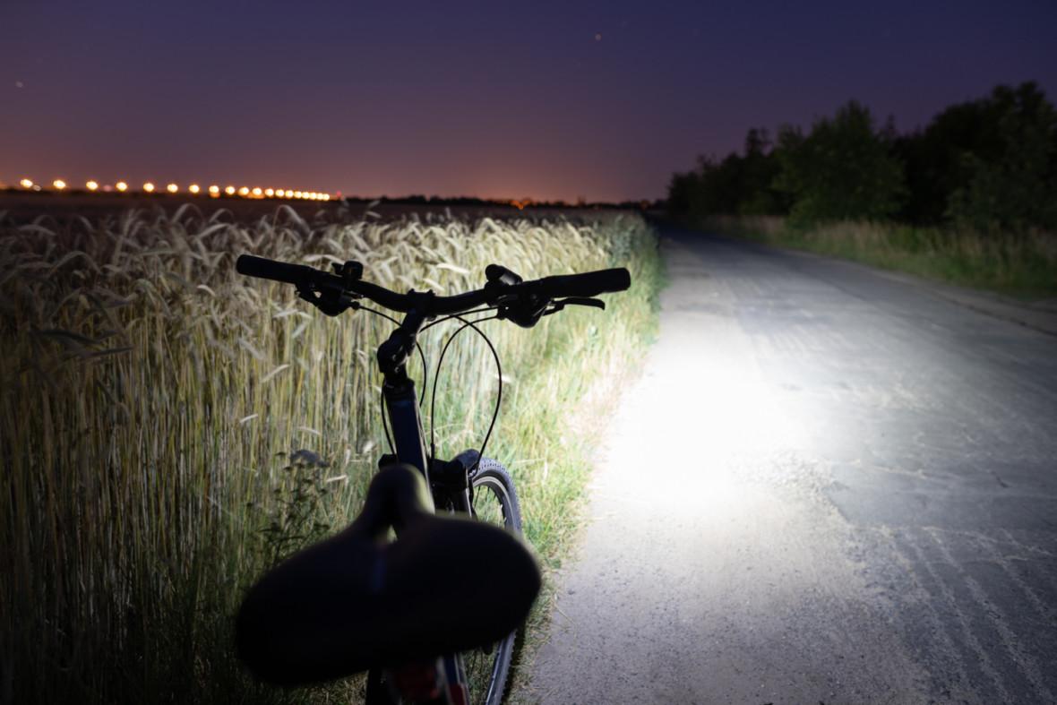 Niech żyje światło. Lampa rowerowa Mactronic Scream 3.1 – recenzja