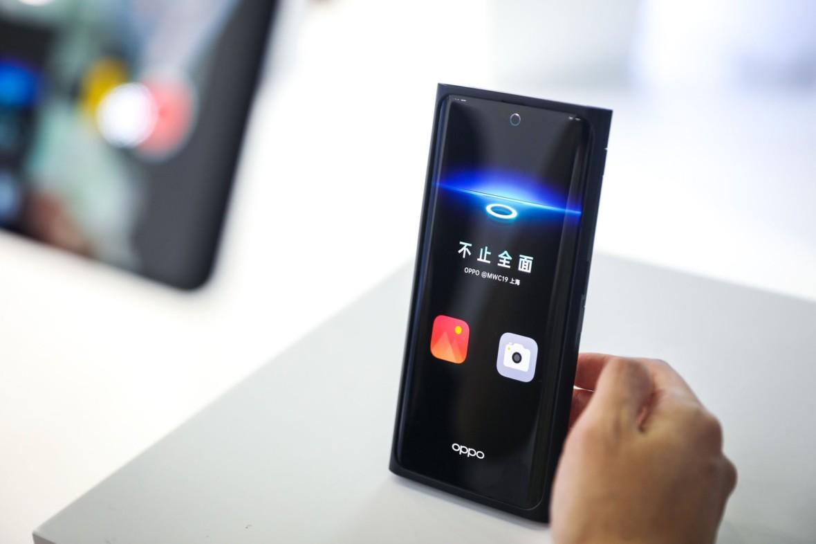 Tak wygląda przyszłość smartfonów. Oppo z aparatem pod ekranem już oficjalnie