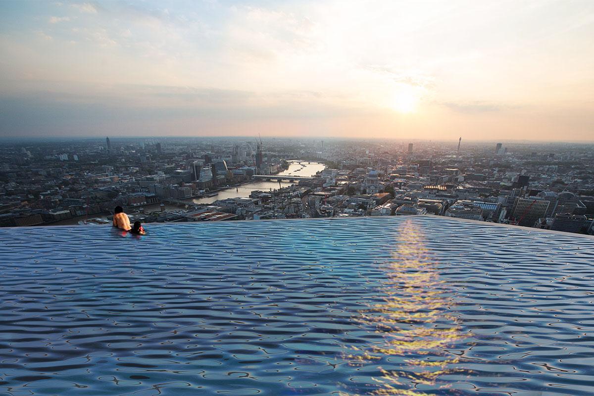 przeźroczysty basen na dachu