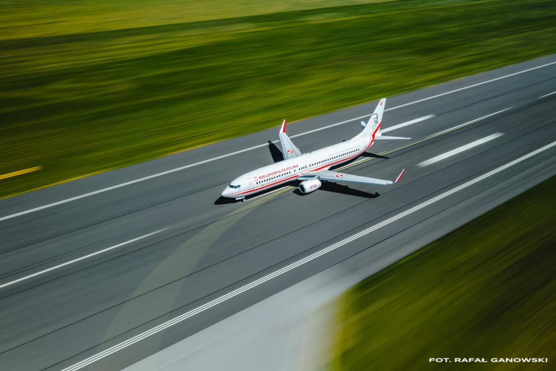 Insta inspiracje: Polak jako pierwszy na świecie zrobiłdronem takie zdjęcie samolotu