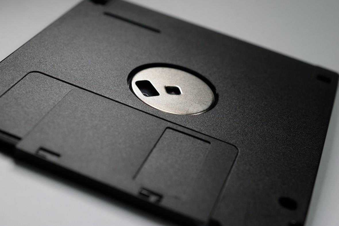 Łatwo uruchomisz starą grę lub przeglądarkę w trybie tekstowym. FreeDOS ma 25 lat i wciąż żyje