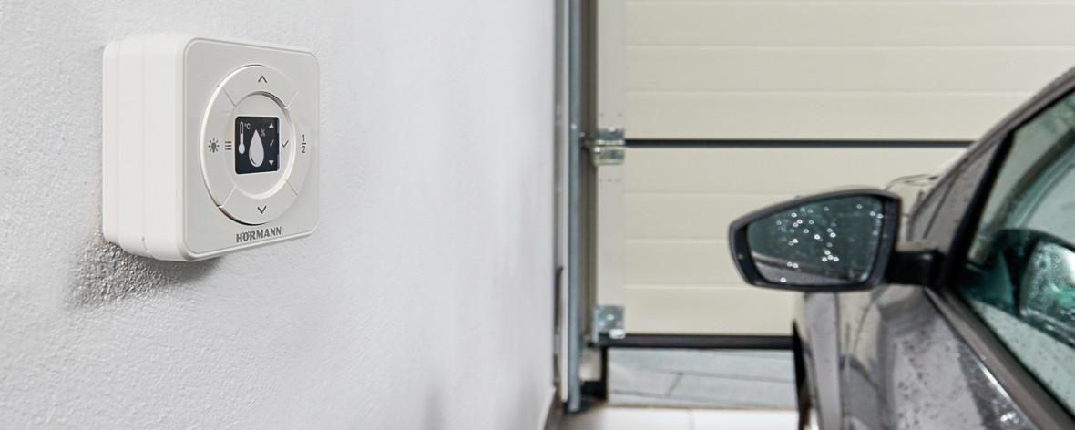Nowe technologie w garażu, czyli brama, która sama przewietrzy garaż