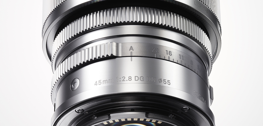 Sigma showed her first lenses designed for professional mirrorless cameras. It is great