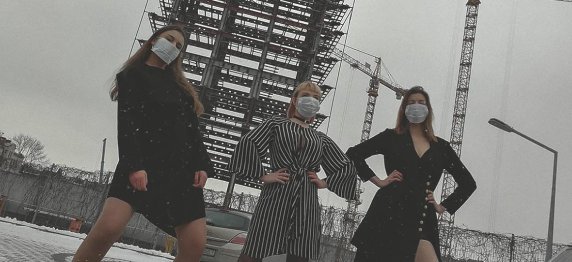 """Wielki dym o """"Smogue"""". Parodia okładki """"Vogue Polska"""" wykorzystana na wystawie bez wiedzy autorów"""