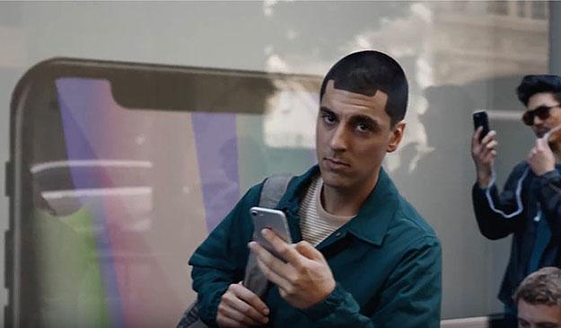 Samsung kasuje reklamy wyśmiewające wady iPhone'a. Powód? Dzisiaj pasują one do Galaxy Note'a 10