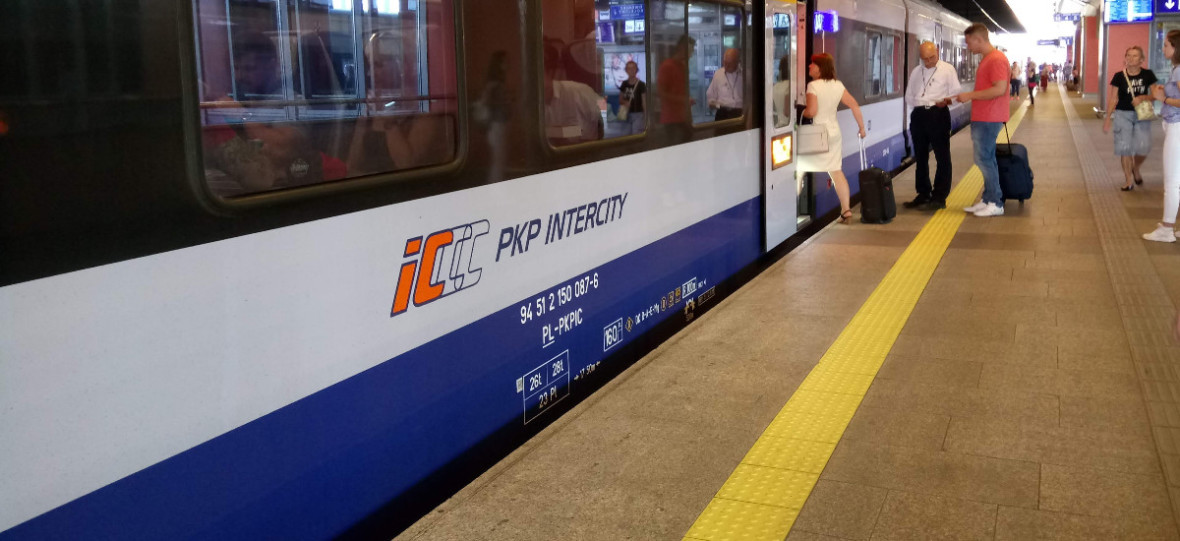 PKP wyśle SMS-a z info o opóźnionym pociągu. Ale musisz kupić bilet w aplikacji
