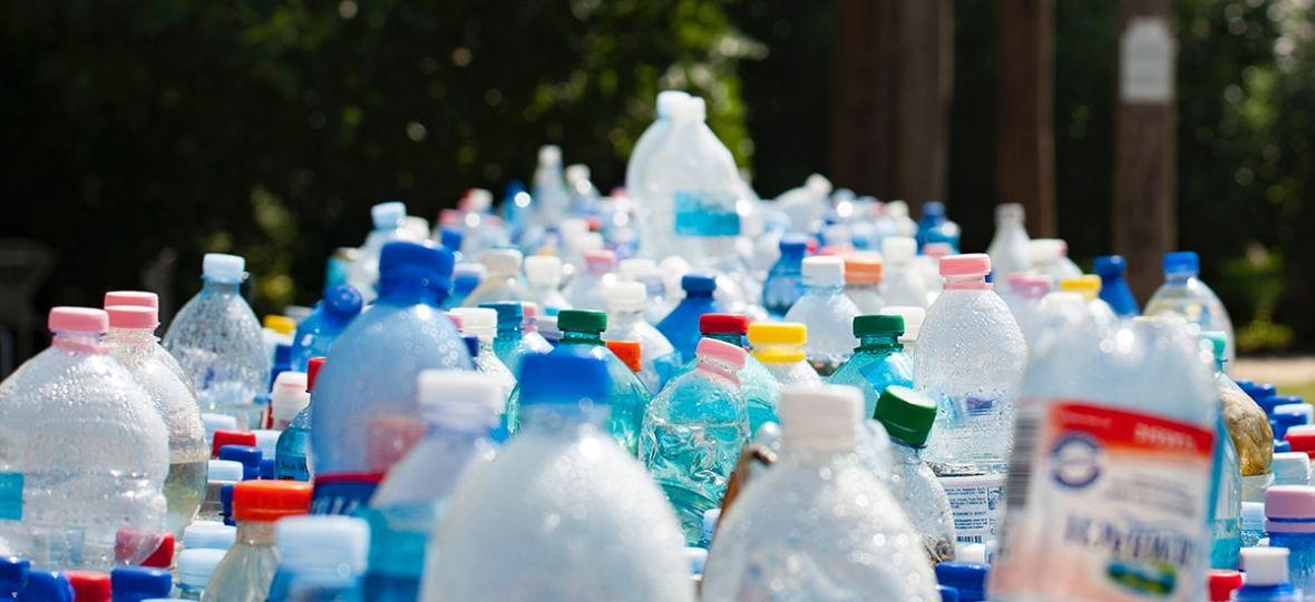 jak usunąć plastik z wody?