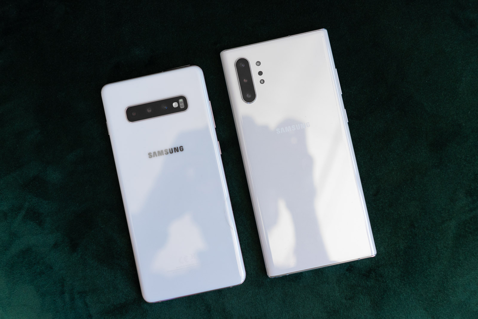 Samsung Galaxy S10 + and Note 10+. You can see a big change in the camera design.