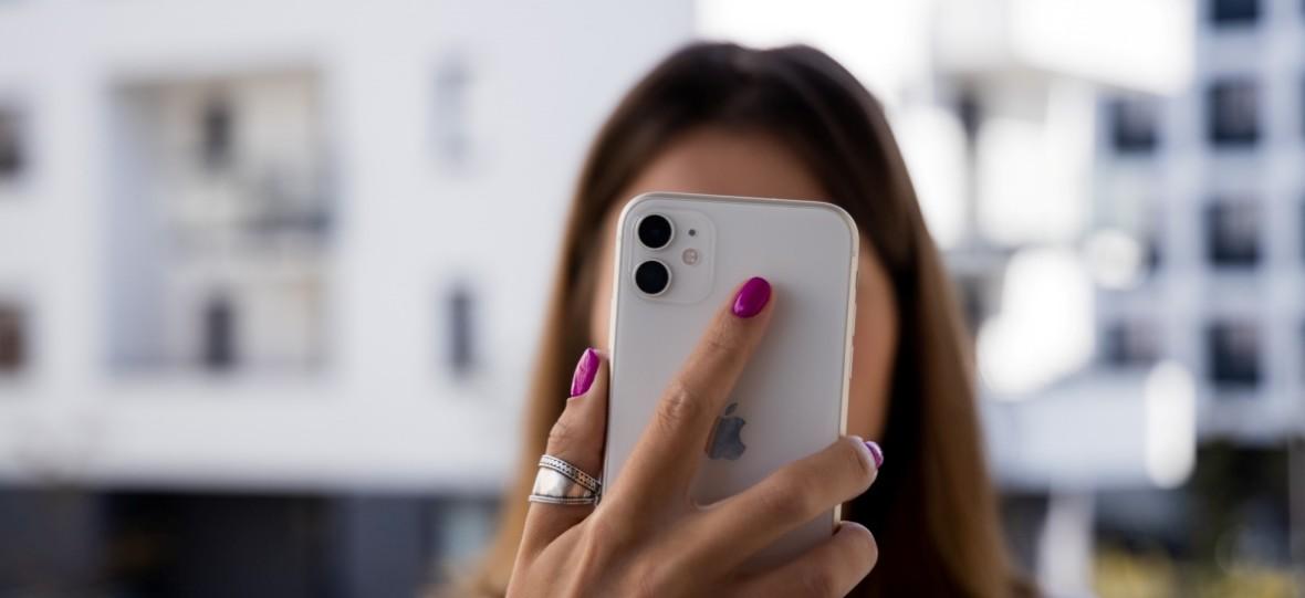 Ekran taniego iPhone'a 11 kryje asa w rękawie. To sposób renderowania interfejsu