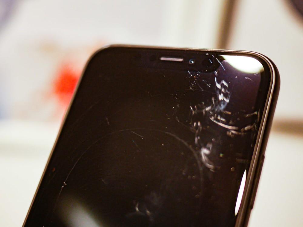 iPhone - ekran porysowany obiektywem innego iPhone'a