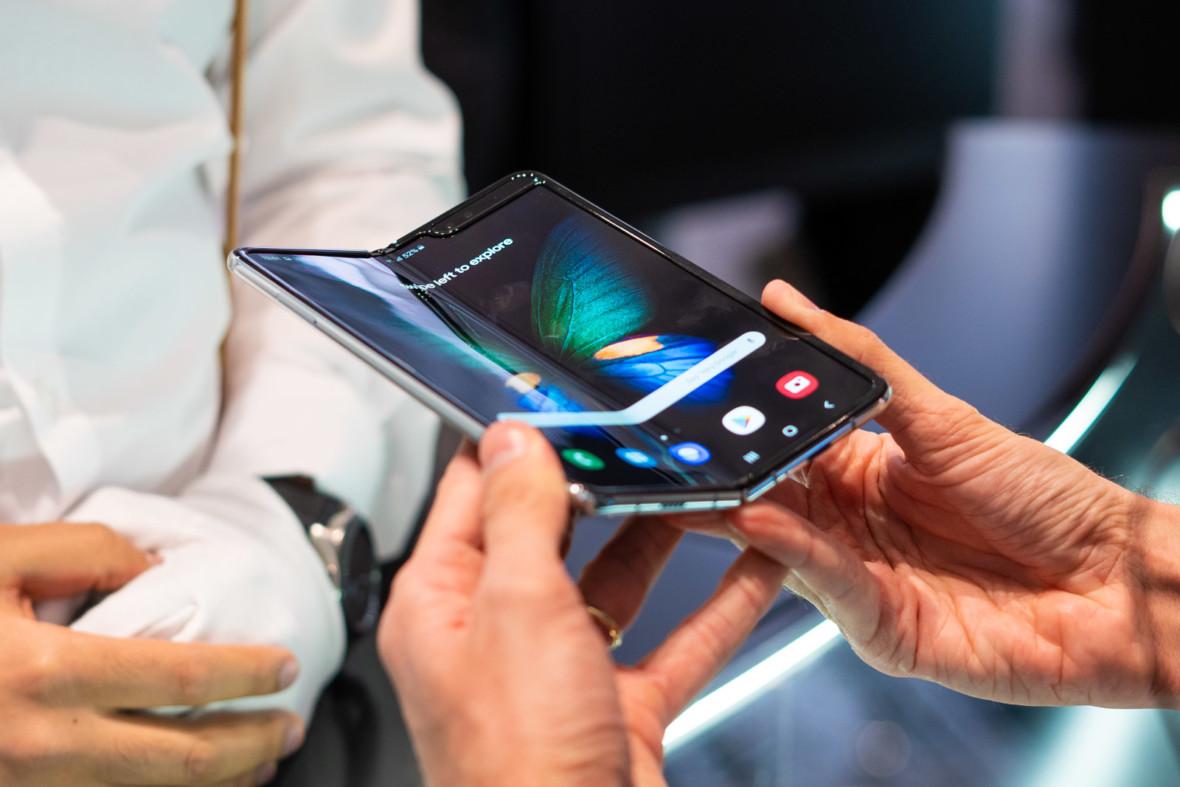 Samsung Galaxy Fold na abonament w T-Mobile, Plus, Orange i Play – zebraliśmy wszystkie oferty