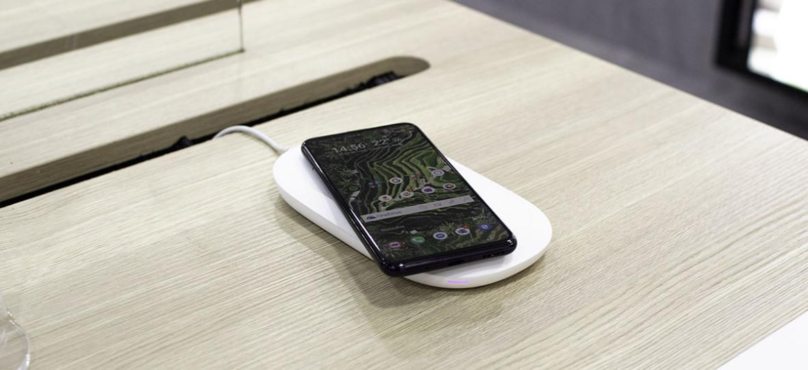 Oto SanDisk iXpand Wireless Charger. Ładowarka i backup danych w jednym
