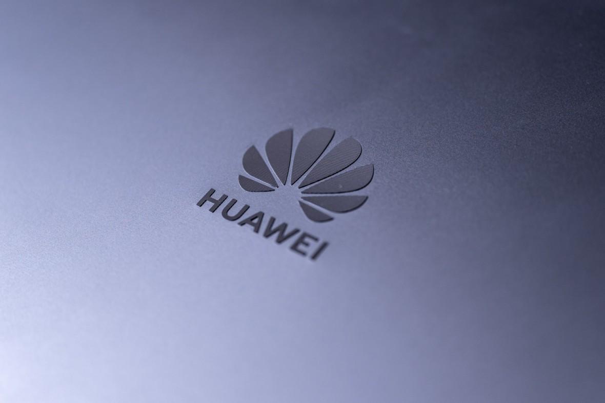 Blokada Huaweia zostaje, ale Trump robi furtkę i będzie rozdawał klucze