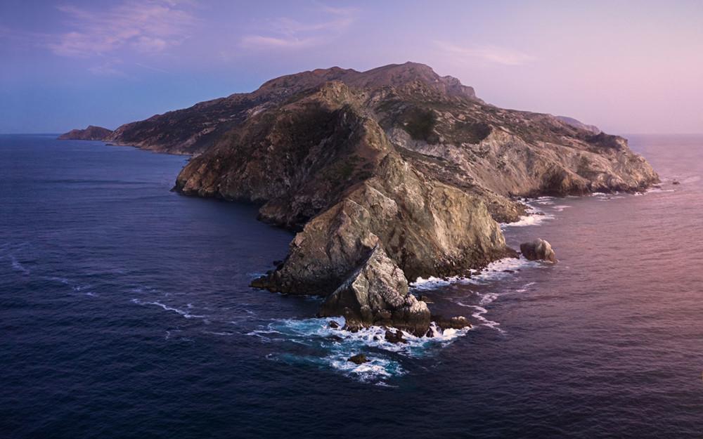 Tapeta z macOS Catalina odtworzona o zachodzie słońca, fot. Andrew Levitt