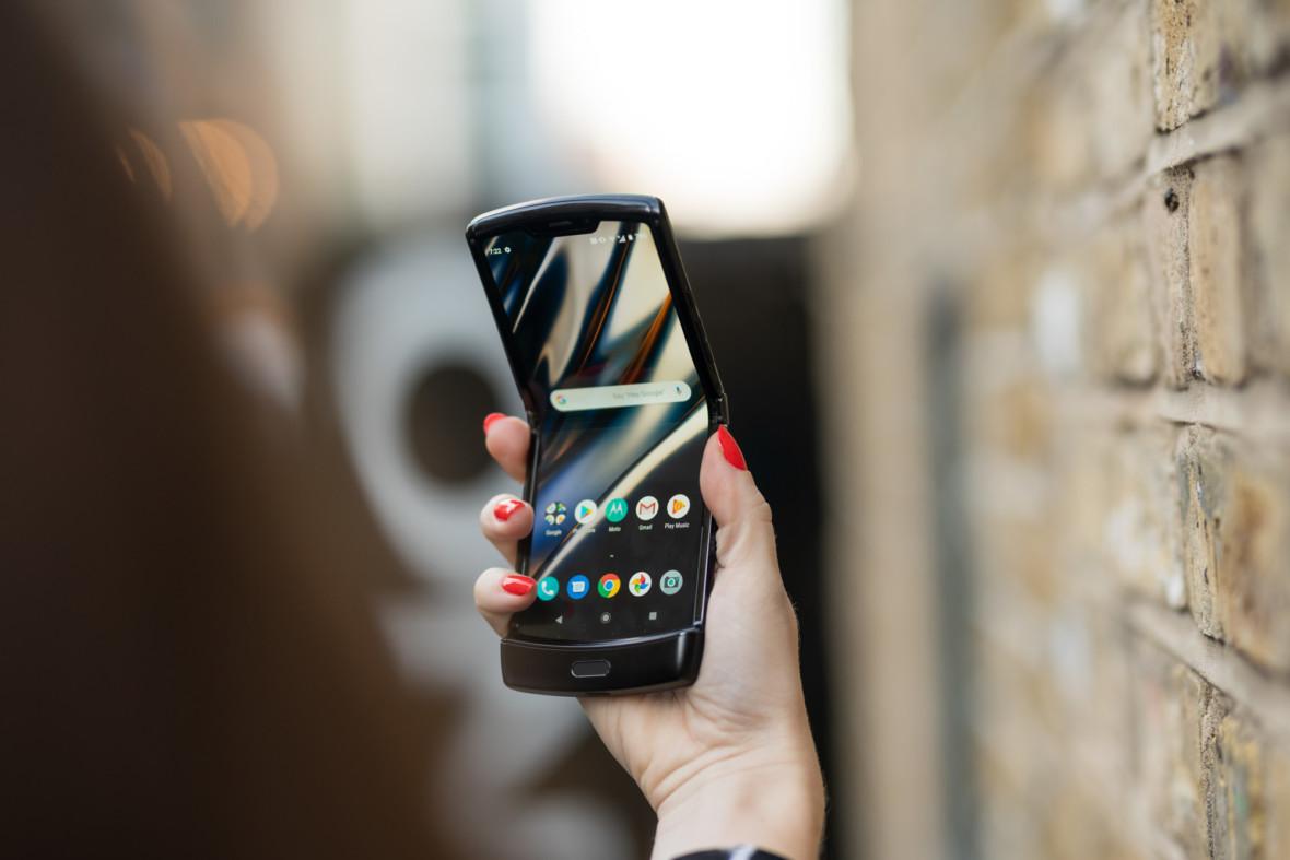 Składana Motorola Razr przestanie się składać po roku. Zawias nie wytrzymał 27 tys. zamknięć