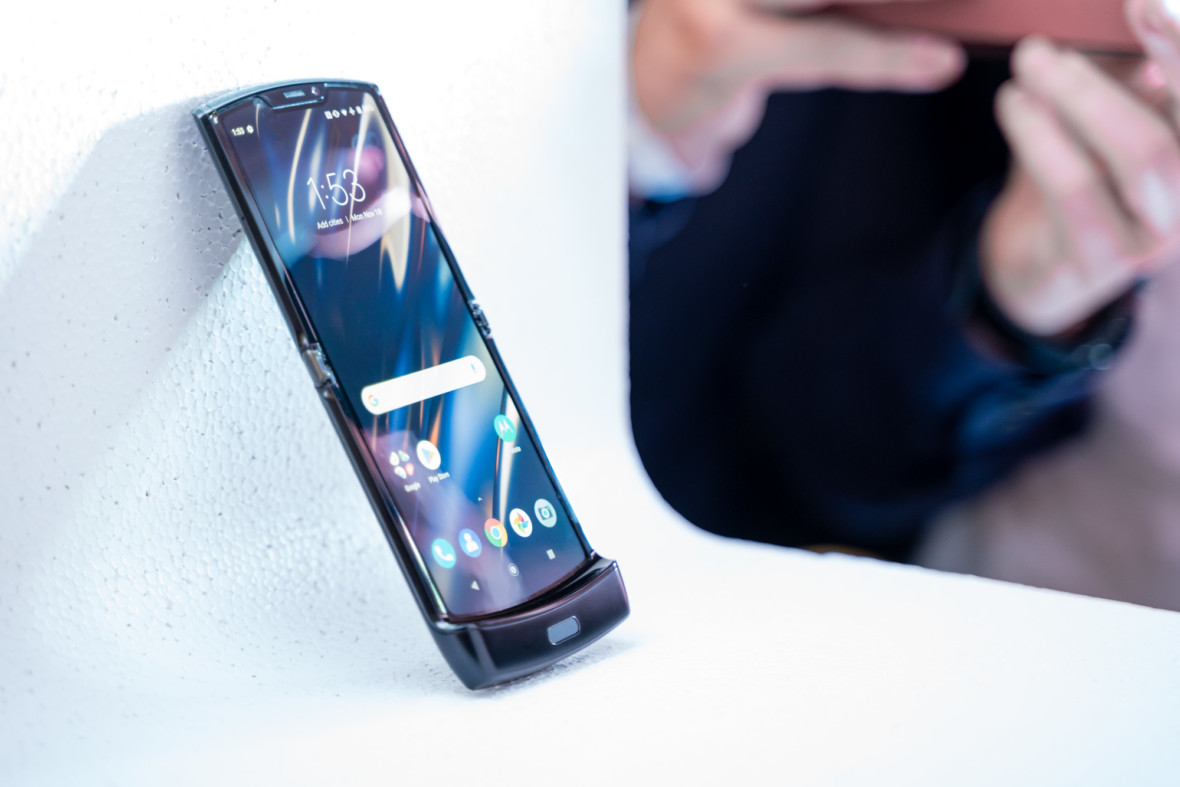 """Elastyczna Motorola Razr szybko się zużyje. """"Grudy i wypukłości na wyświetlaczu to nic nienormalnego"""""""