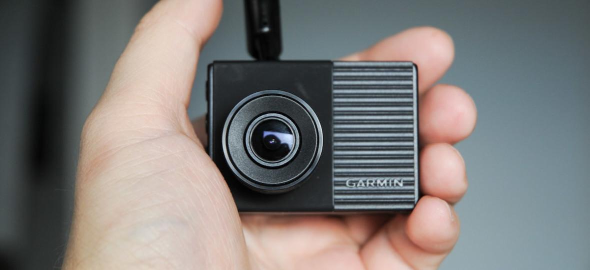 """Garmin Dash Cam 56 to """"ten wzmocniony"""" wideorejestrator Garmina – recenzja"""