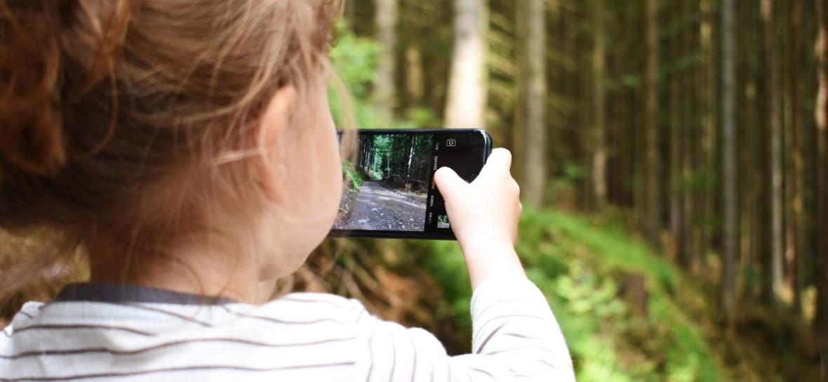 Kupowanie smartfona nie jest początkiem ani końcem odpowiedzialnego korzystania z sieci – prawdziwe refleksje i porady rodzica