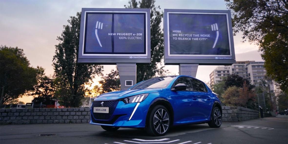 Rewelacyjna akcja reklamowa. Miejskie billboardy zamieniają hałas w prąd do ładowania nowego Peugeota